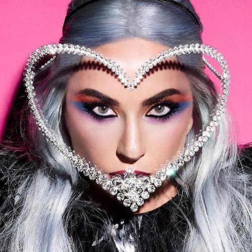 Face Shield Lady Gaga Rancangan Rinaldy Yunardi Dijual untuk Publik