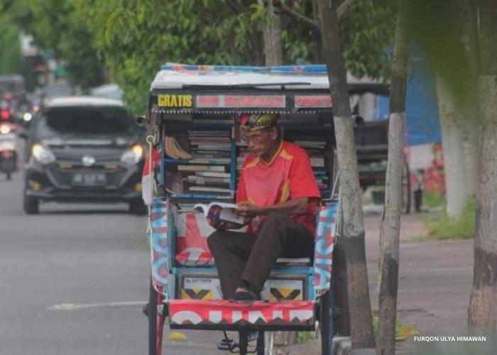 Mbah Topo, Pejuang Literasi Becak Pustaka
