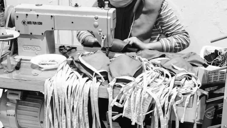 Masker Karya Desainer Indonesia