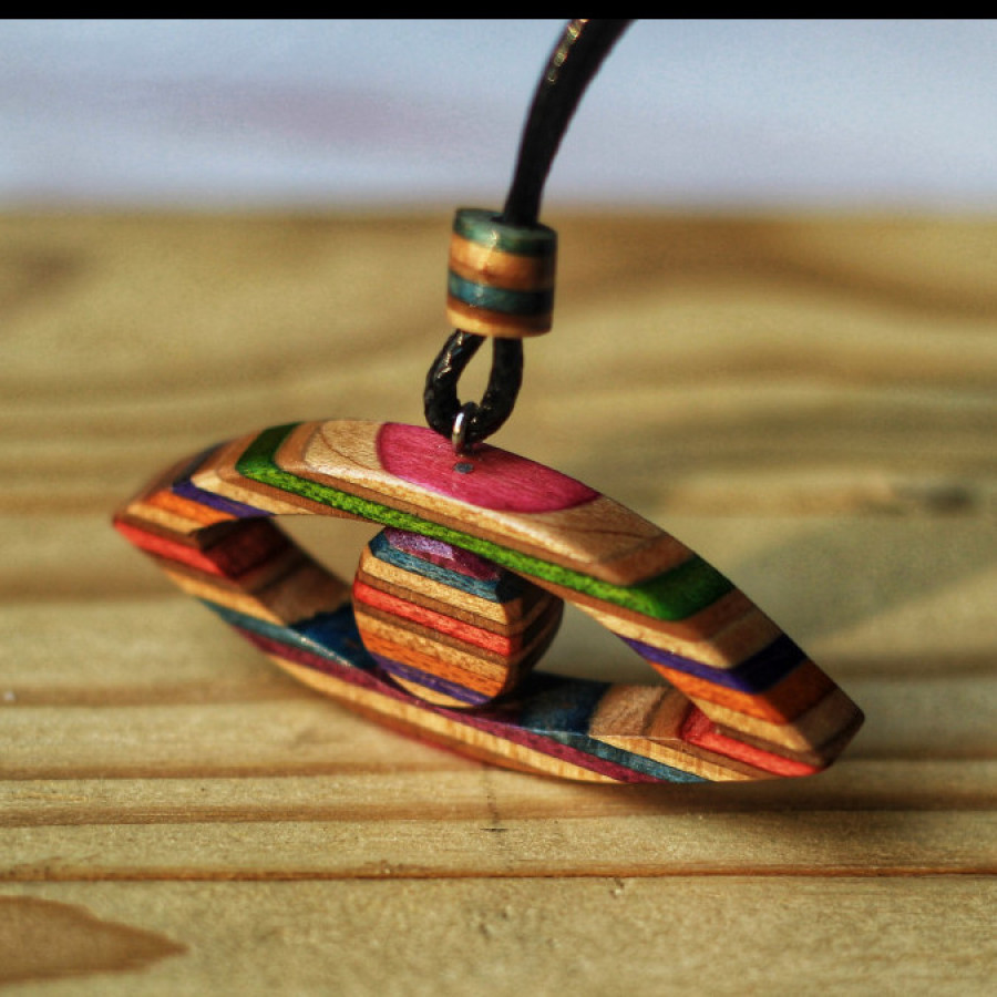 Necklace skateboard