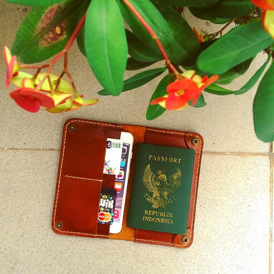 Wallet Passport + iPhone 6/6s/7 plus (color brown)
