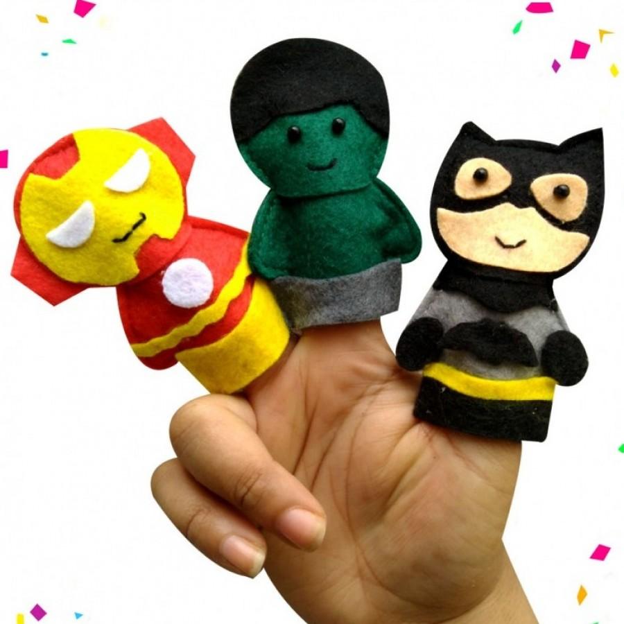 Boneka jari superhero