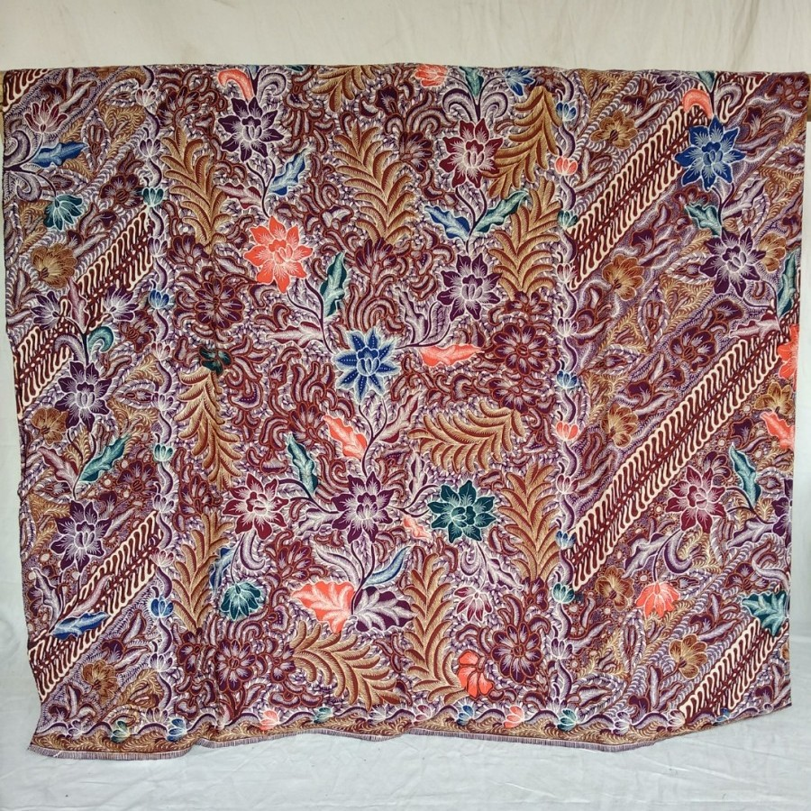 Sarung batik tulis tiganegri Masinan