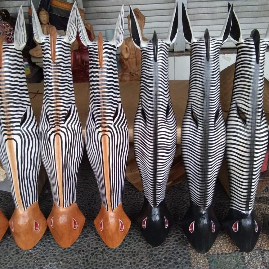 hiasan dinding kepala zebra dan jerapah