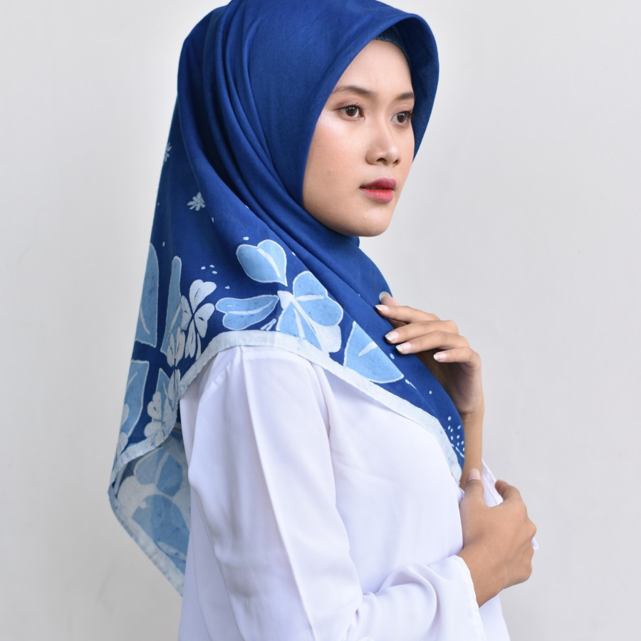 Hijab Batik Tulis Segi Empat LAKSMI Indigo