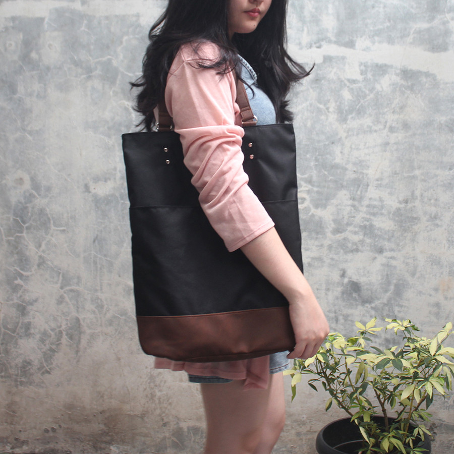 Tas Tote Bag Multifungsi Johnson [Arkitek] - Black