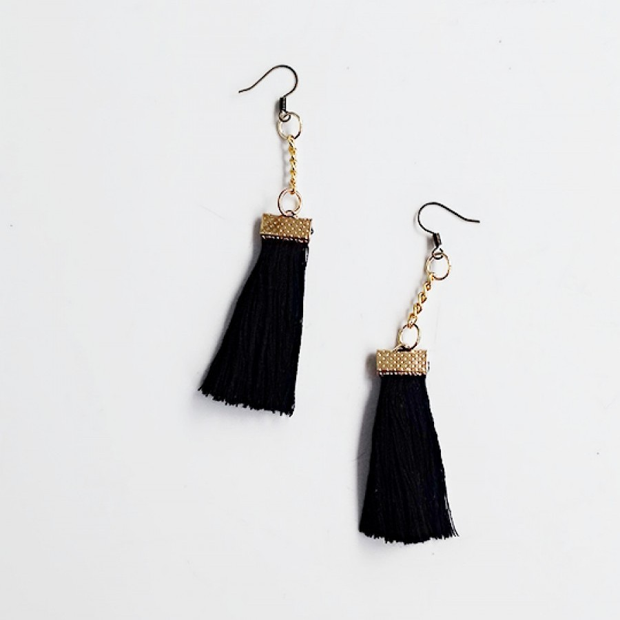 Uri Earring Tassel Black