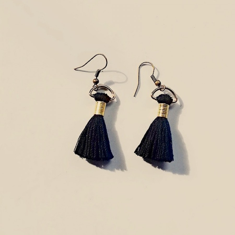 Uri Black Earrings