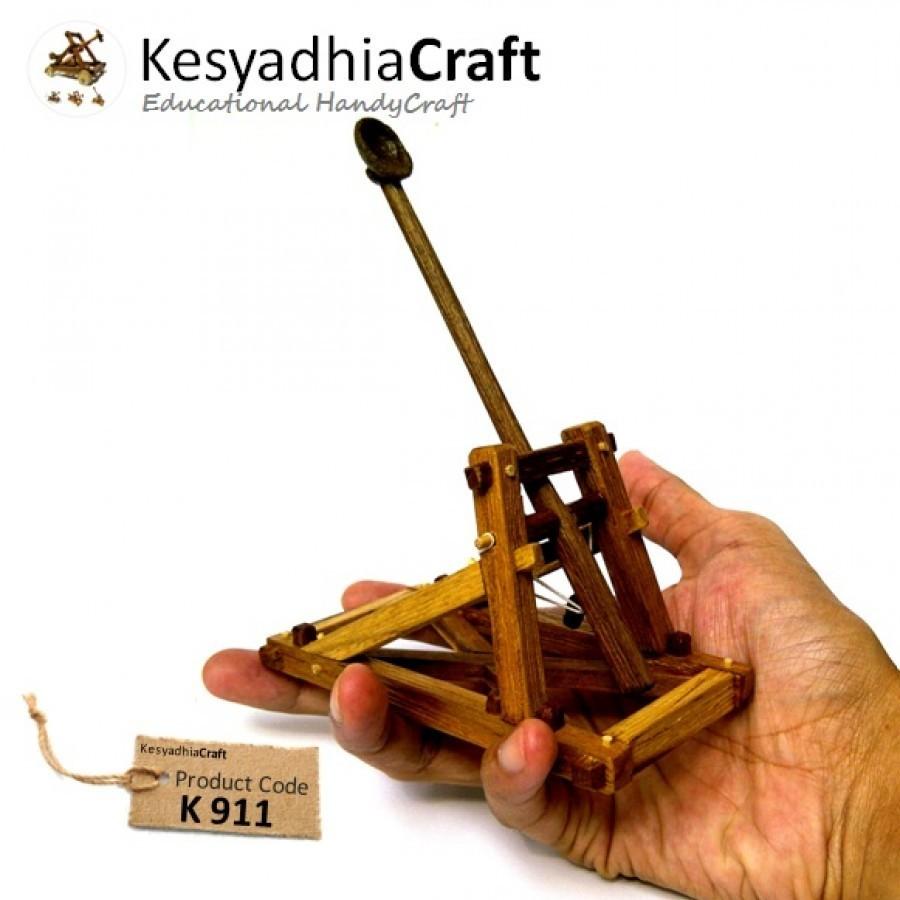 Mini Catapult  Alat Pelontar Mini  berbahan Kayu Jati - Ku Ka 7bf90c0d3f