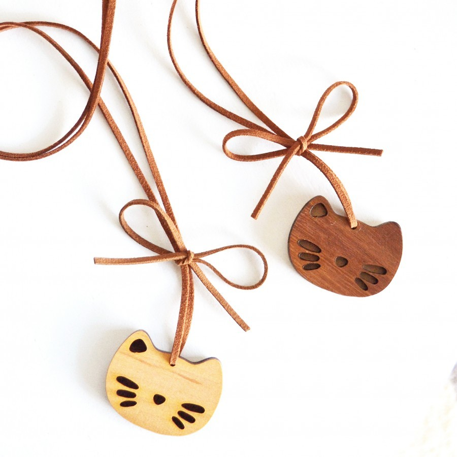 Cute Wooden Necklace (Kitten)