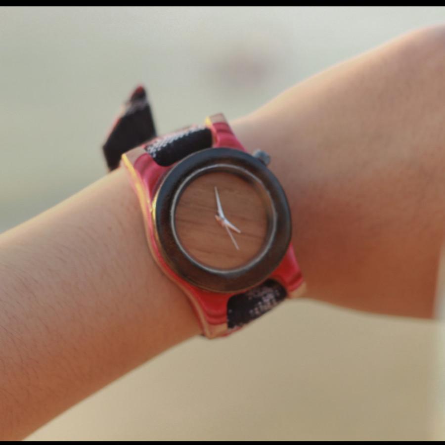 Jam tangan kayu recycle skate mix kayu sono
