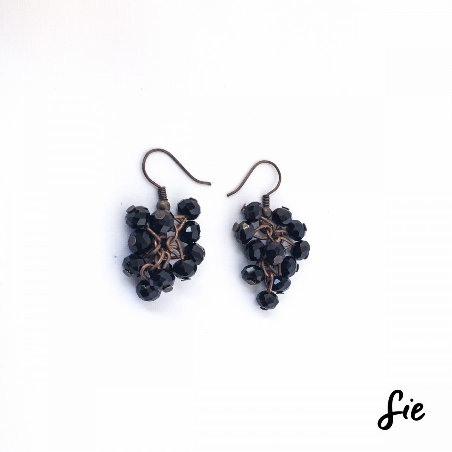 Anting Black Grapes