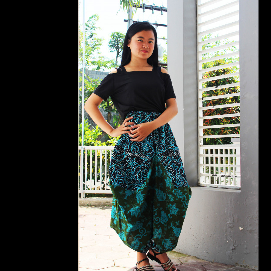 GESYAL Serut Bali Batik Celana Selutut Wanita