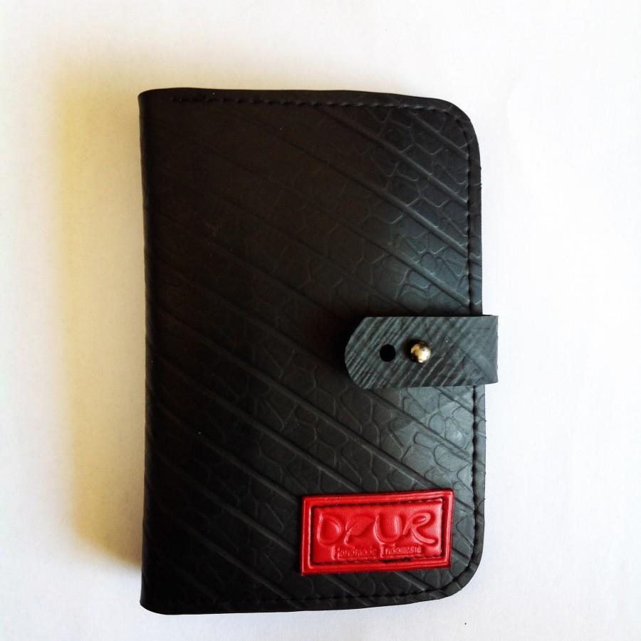 """Dompet Passport dari Ban Dalam Truck/mobil """"Inner tube"""" Unisex (Label Merah) - Daur"""