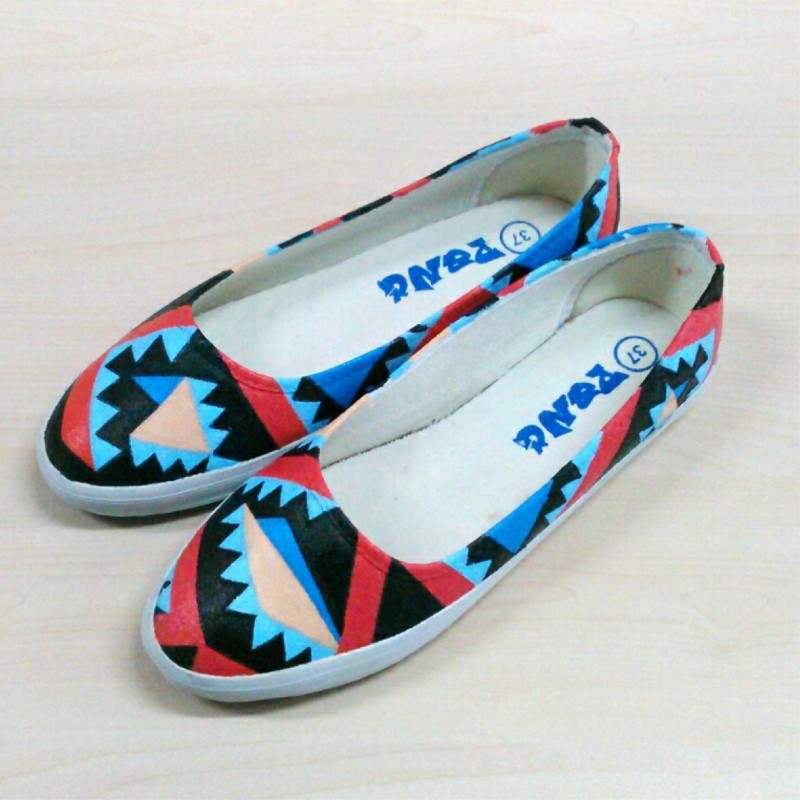 Sepatu Lukis Dewasa Tribal Abstrak