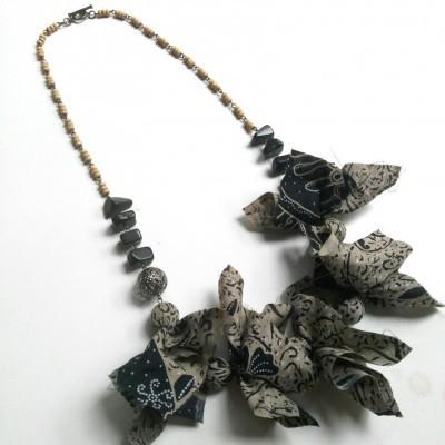 kalung-batik-astari