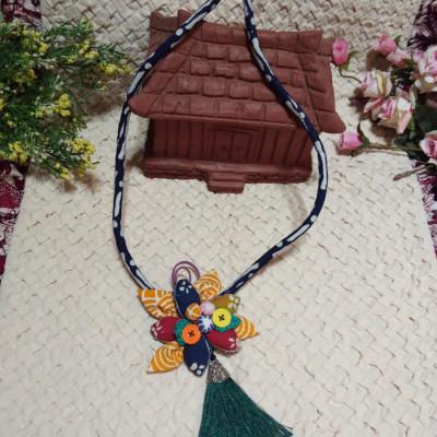 kalung-batik-bunga-bakung-01