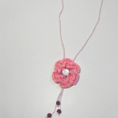 kalung-bunga-rajut