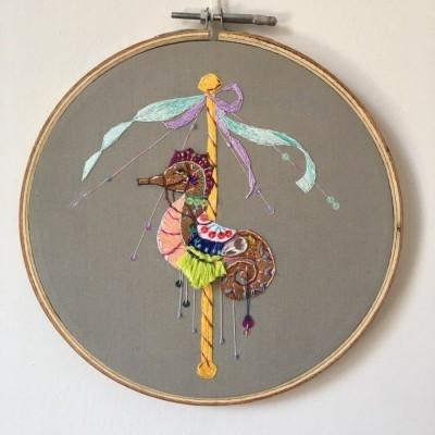 pajangan-hoop-sulam-kuda-laut-carousel-hand-embroidery