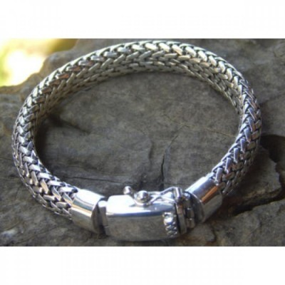 gelang-perak-motif-tulang-naga