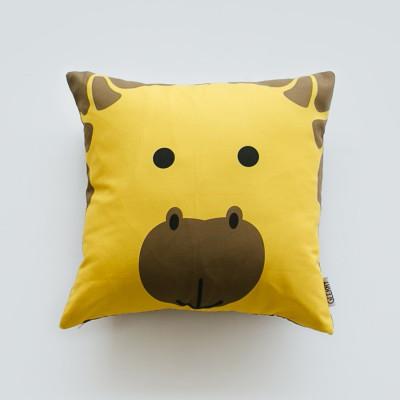 high-as-a-giraffe-cushion-40-x-40