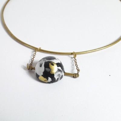stila-bara-neckcuff