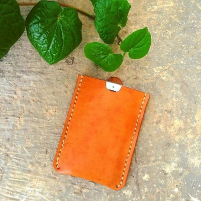 pouch-zunge-for-iphone-44s5c55sse-color-tanned