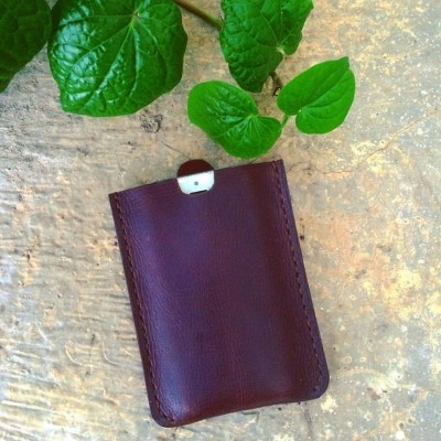 pouch-zunge-for-iphone-44s5c55sse-color-dark-brown