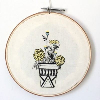 pajangan-hoop-sulam-pot-bunga-gemitirmarigold