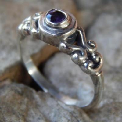 cincin-perak-motif-ukiran-simpel-batu-amethys-24024