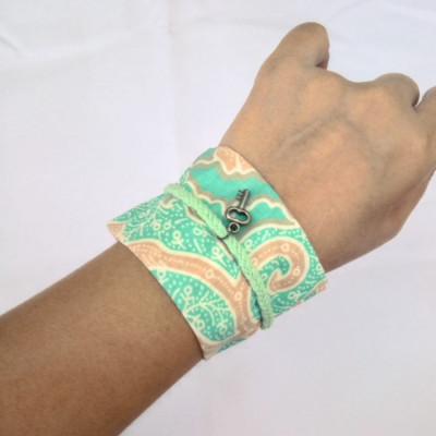 gelang-tangan-tali-rajut-wanita-etnik-gelang-batik-gesyal-tosca