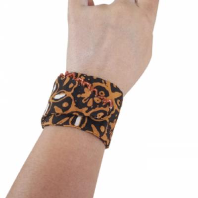 gelang-etnik-aksesoris-gelang-wanita-g11-gesyal-batik-coklat-gelang-tangan-lilit