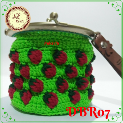 dompet-koin-behel-rajut-motif-strawberry