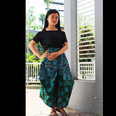 gesyal-serut-bali-batik-celana-selutut-wanita