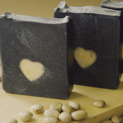 actived-charcoal-soap-sabun-jerawat