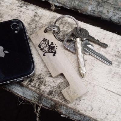 keychain-phone-holder-gantungan-kunci-kayu-ukir