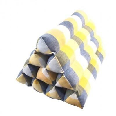 bantal-thai-segitiga