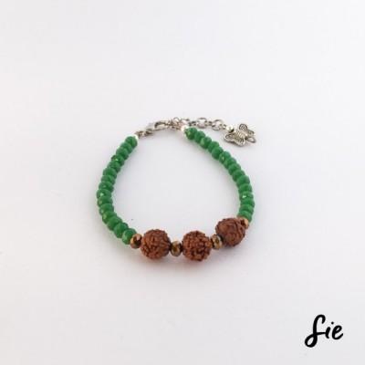 gelang-manik-hijau