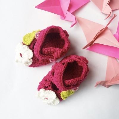 sepatu-little-castle-rajut-bunga