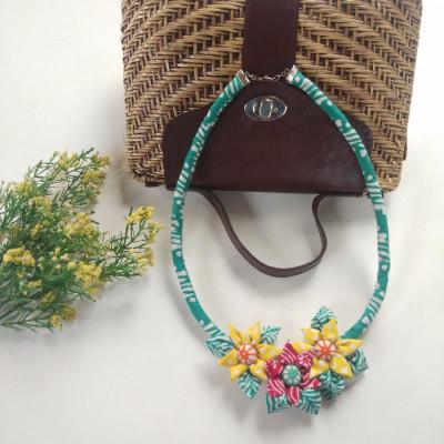 kalung-batik-bunga-bakung-02
