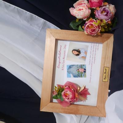 bingkai-bunga-hadiah-wisuda-birthday-anniversary-wedding-newborn-dll