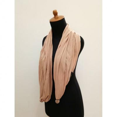 gesyal-syal-travelling-kaos-polos-scarf-wanita-beige