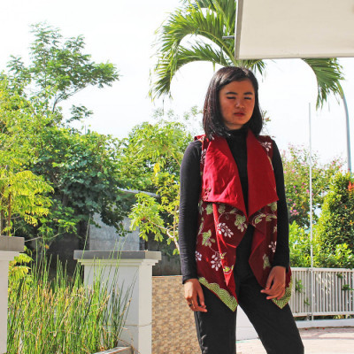 gesyal-cardigan-bolak-balik-batik-tulis-outer-vest-atasan-wanita-merah-marun