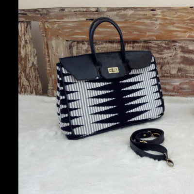 pi-18163-black-white