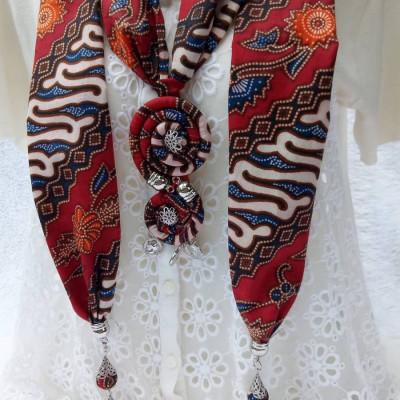 kalung-batik-scarf-circular-merah