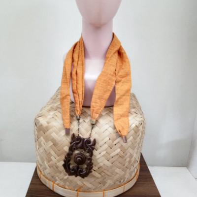 kalung-syal-lurik-gerimis-kalung-gamelan-kayu-gong-1.1-oren-gesyal
