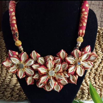 kalung-batik-merah-kanzashi