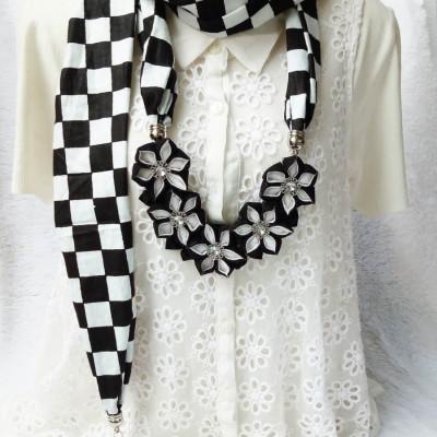 kalung-batik-scarf-sakura-black-white