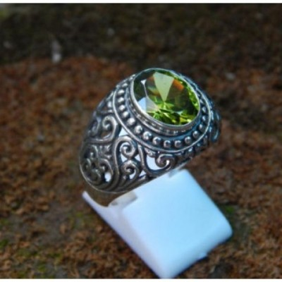 cincin-perak-motif-ukir-jawan-batu-peridot-92584