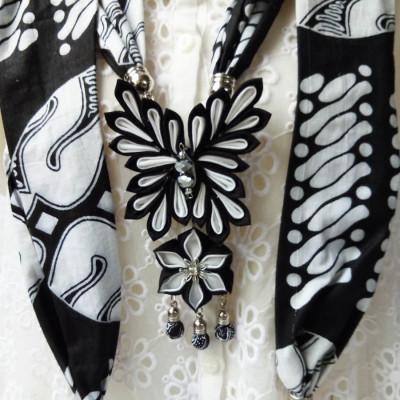 kalung-batik-scarf-butterfly-black-white